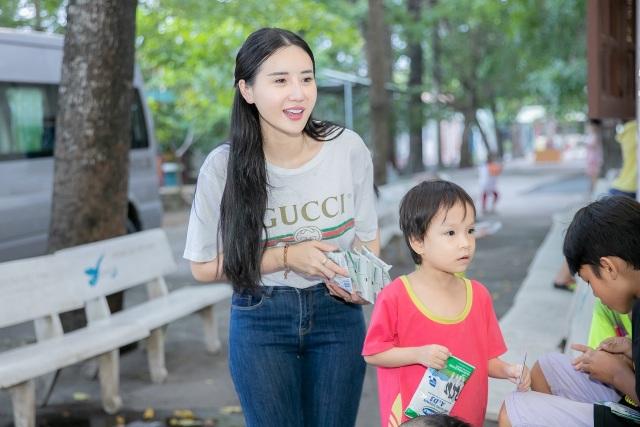 Quỳnh Anh cùng top 5 Hoa Hậu giản dị thăm các em nhỏ tại chùa Diêu Pháp - 3