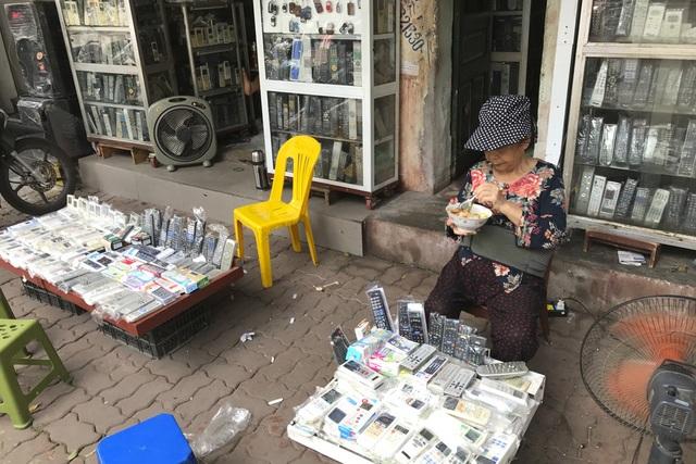 Thăm những ngôi chợ lâu đời nổi tiếng ở Hà Nội - 10