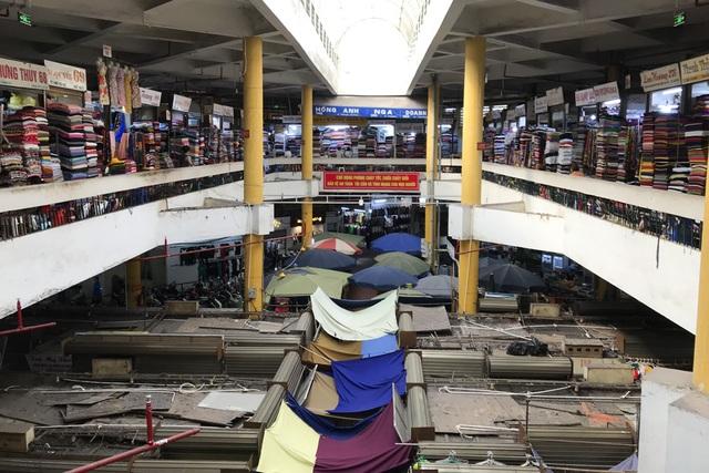 Thăm những ngôi chợ lâu đời nổi tiếng ở Hà Nội - 12