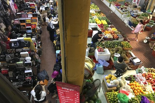 Thăm những ngôi chợ lâu đời nổi tiếng ở Hà Nội - 13