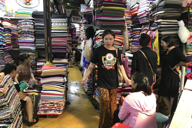 Thăm những ngôi chợ lâu đời nổi tiếng ở Hà Nội - 15