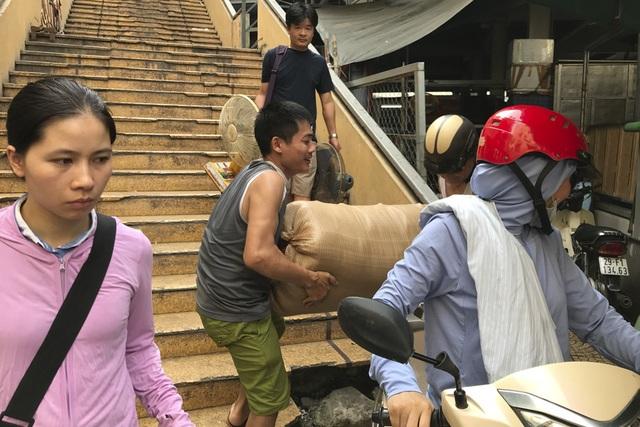 Thăm những ngôi chợ lâu đời nổi tiếng ở Hà Nội - 3