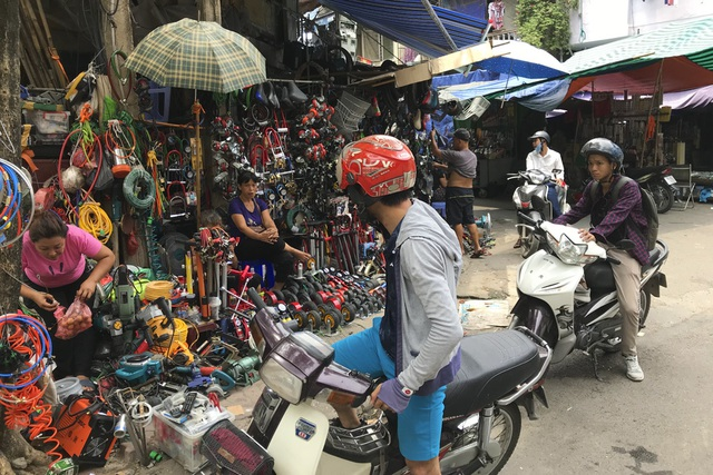 Thăm những ngôi chợ lâu đời nổi tiếng ở Hà Nội - 8