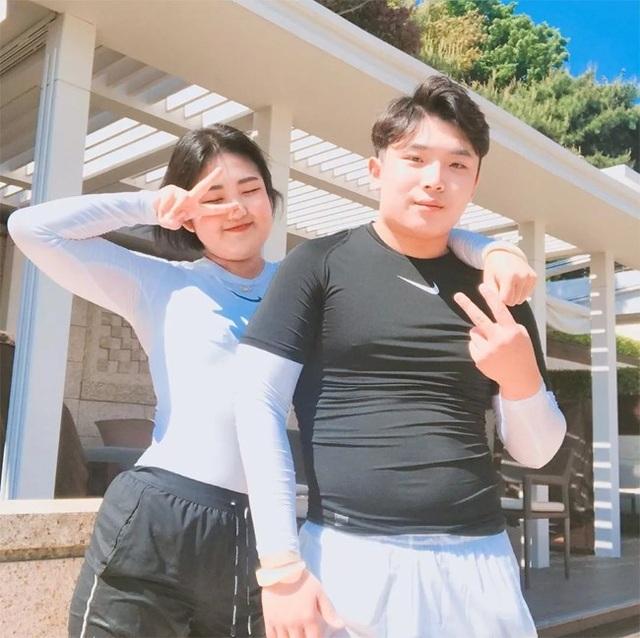 17 tuổi, con gái nữ diễn viên Choi Ji Shil khoe ảnh cưới,đá ủi