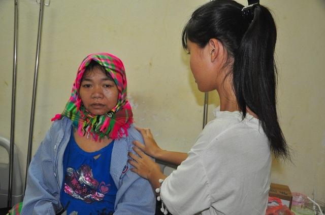Rớt nước mắt nữ sinh dân tộc Thái cầu xin làm thuê kiếm tiền chăm mẹ trong viện - 2