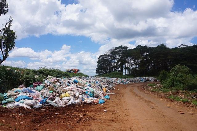 Người dân phản đối dự án xử lý rác nằm sát khu dân cư - 2