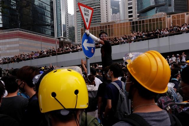 Làn sóng biểu tình tại Hong Kong giữa tranh cãi về dự luật dẫn độ - 13