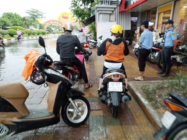Đường phố Bạc Liêu biến thành sông sau trận mưa lớn - 6