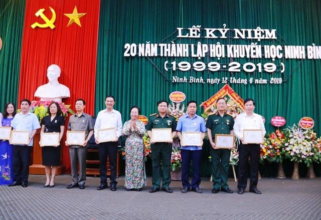 Hội Khuyến học Ninh Bình long trọng kỷ niệm 20 năm thành lập - 8