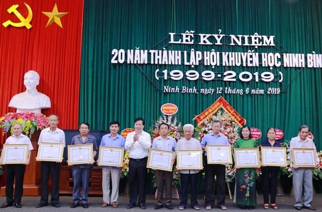Hội Khuyến học Ninh Bình long trọng kỷ niệm 20 năm thành lập - 9