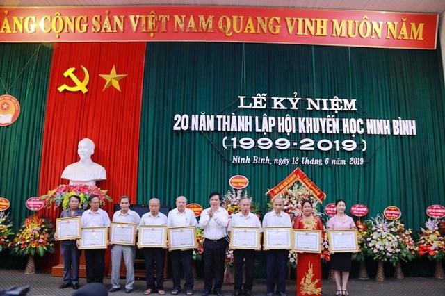 Hội Khuyến học Ninh Bình long trọng kỷ niệm 20 năm thành lập - 10