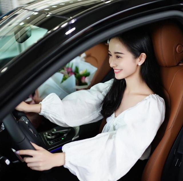 Hot girl Jun Vũ khoe tậu xe sang 2 tỉ đồng mừng sinh nhật tuổi 24 - 1