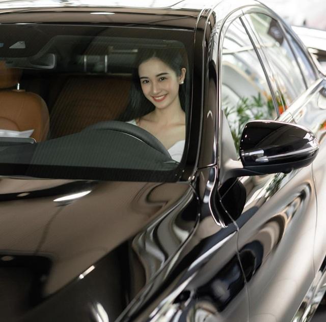 Hot girl Jun Vũ khoe tậu xe sang 2 tỉ đồng mừng sinh nhật tuổi 24 - 2