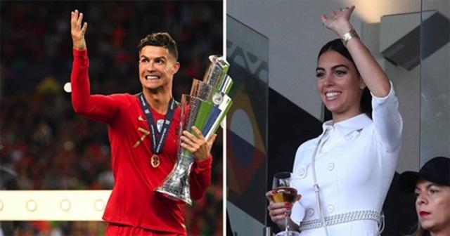 Mặc scandal hiếp dâm, C.Ronaldo vẫn được bạn gái xinh đẹp ủng hộ - 1