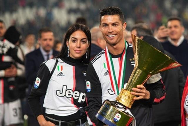 Mặc scandal hiếp dâm, C.Ronaldo vẫn được bạn gái xinh đẹp ủng hộ - 3
