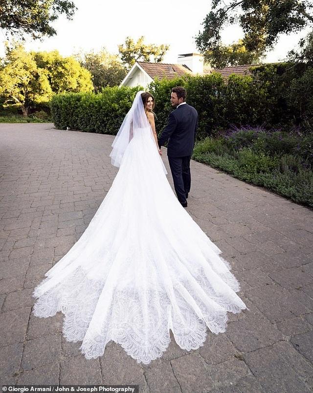 Ảnh cưới lãng mạn của con gái
