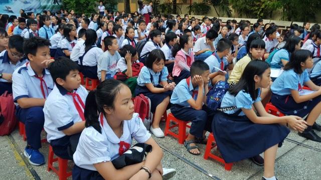 Sáng nay, học sinh TPHCM tranh suất 7 rớt, 1 đỗ vào lớp 6 chuyên Trần Đại Nghĩa - 2