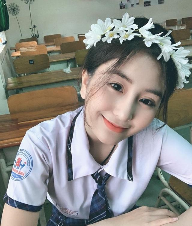 Lộ bảng điểm kém không ngờ của hot girl toàn diện Võ Ngọc Trân - 1