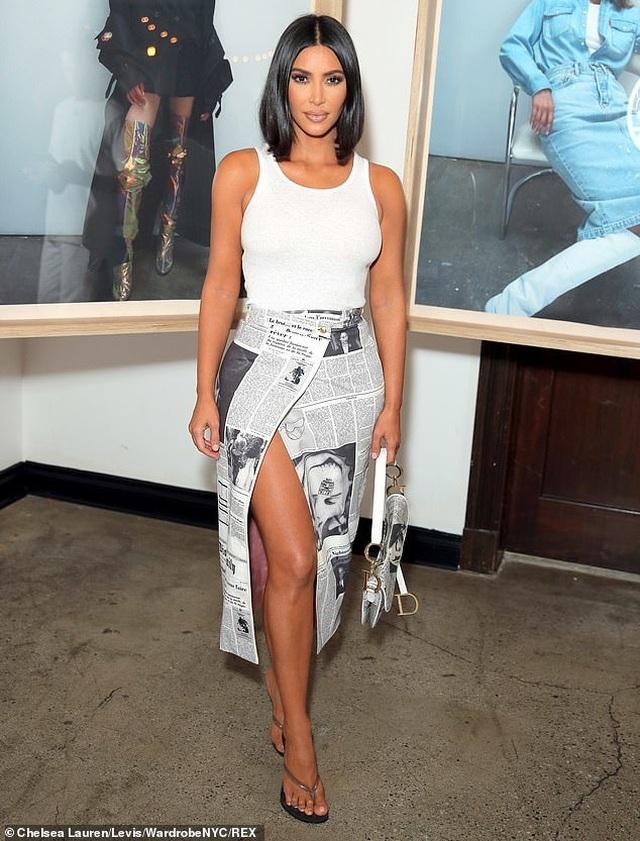 Kim Kardashian trẻ trung với tóc ngắn - 2