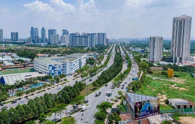 Khách ngoại mê mẩn biểu tượng kiến trúc mới của Sài Gòn - 1