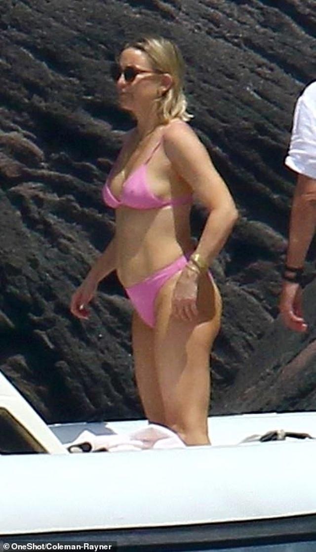Kate Hudson tự tin diện áo tắm sau khi sinh con thứ 3 - 4