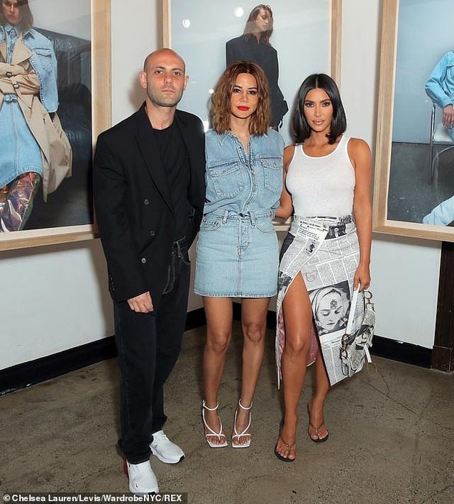 Kim Kardashian trẻ trung với tóc ngắn - 4