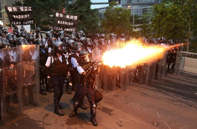 """Hong Kong tạm đóng cửa các văn phòng chính quyền do """"sức nóng"""" biểu tình - 1"""