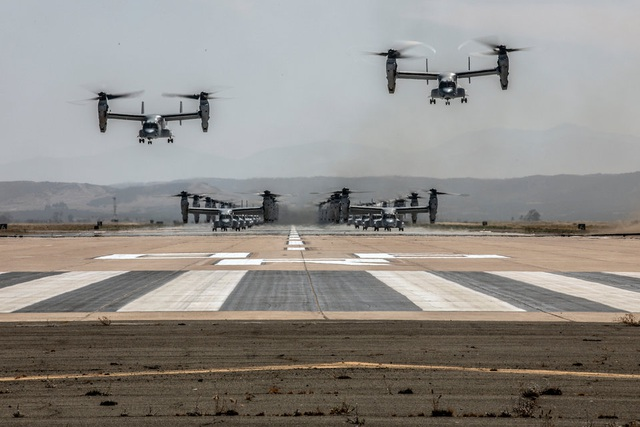 """Hơn 40 trực thăng quân sự Mỹ phô diễn uy lực trong tập trận """"Voi đi bộ"""" - 6"""
