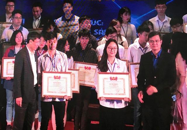 Thanh Hóa: Thưởng hơn 300 triệu đồng đến học sinh và giáo viên đạt giải quốc gia - 1