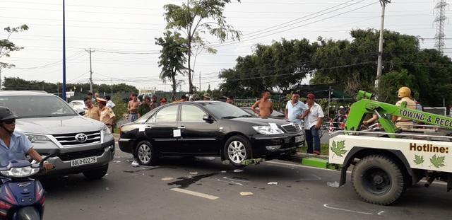 Cả tuyến đường náo loạn do nhóm giang hồ vây công an trong xe ô tô - 2