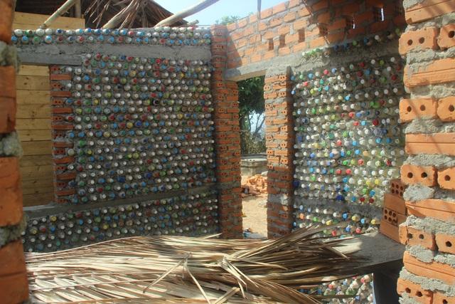 Quảng Ngãi: Độc đáo homestay làm từ 6.000 vỏ chai nhựa - 3