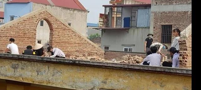 Vụ phạt học sinh đẽo gạch trên mái nhà giữa trời nắng nóng: Kỉ luật giáo viên - 1