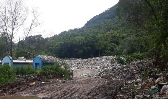 Cư dân đảo ngọc Phú Quốc lại chặt cây ngăn đường chặn xe rác - 1