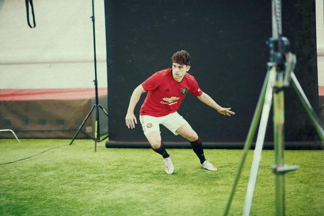 Những hình ảnh đầu tiên của tân binh Daniel James tại Man Utd - 13