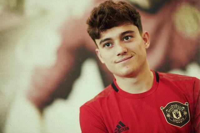Những hình ảnh đầu tiên của tân binh Daniel James tại Man Utd - 17