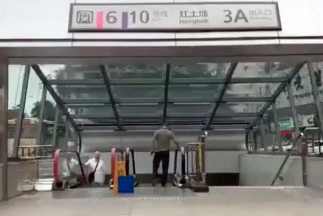 Nhà ga tàu điện ngầm có độ sâu bằng chiều cao tòa nhà 31 tầng - 1