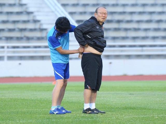 HLV Park Hang Seo đi khám sức khỏe do bị đau lưng - 1