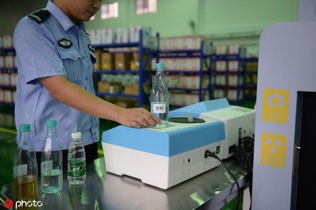 Cho tù nhân mua sắm trực tuyến, nhà tù Trung Quốc nhận cái kết bất ngờ! - 3