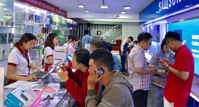 Nghịch lý: Smartphone cao cấp giảm giá mạnh, dân vẫn chuộng hàng cũ - 1