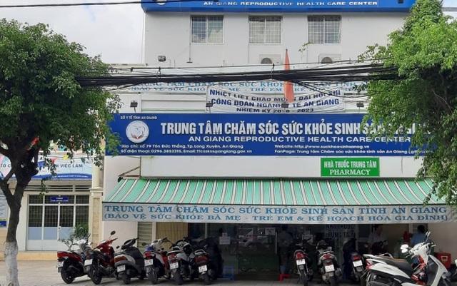 Giám đốc Trung tâm chăm sóc sức khỏe sinh sản An Giang bị cách chức - 1
