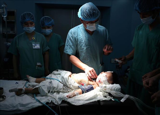 Các bác sĩ Bệnh viện Trung ương Huế mổ tim miễn phí cho bệnh nhân ở Hà Tĩnh - 1