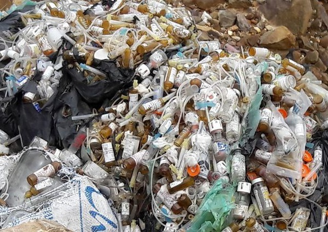 Truy tìm đối tượng đổ trộm lượng lớn rác thải y tế ra đường - 1