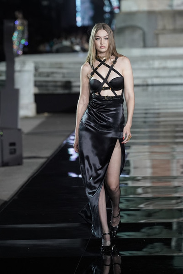 Irina Shayk tái xuất sau khi chia tay Bradley Cooper - 8