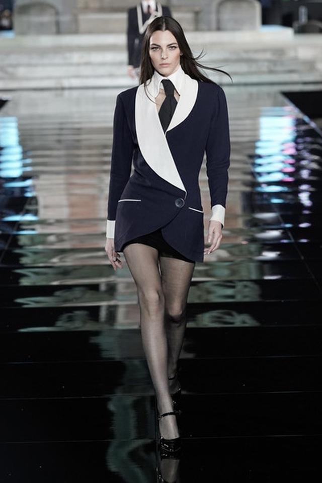 Irina Shayk tái xuất sau khi chia tay Bradley Cooper - 15
