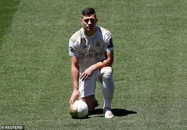 Eden Hazard rạng rỡ ra mắt 50.000 cổ động viên Real Madrid - 11