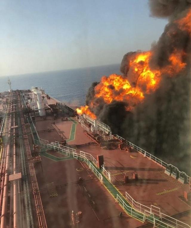 Iran bị nghi phóng tên lửa vào máy bay không người lái Mỹ trước vụ tấn công tàu dầu - 1