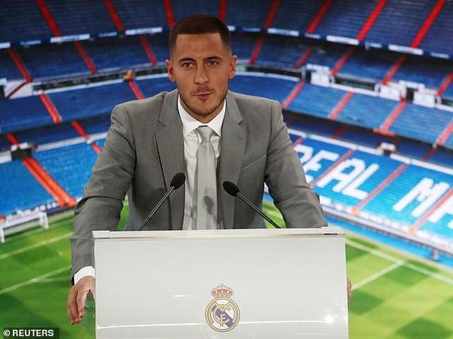 Eden Hazard rạng rỡ ra mắt 50.000 cổ động viên Real Madrid - 17
