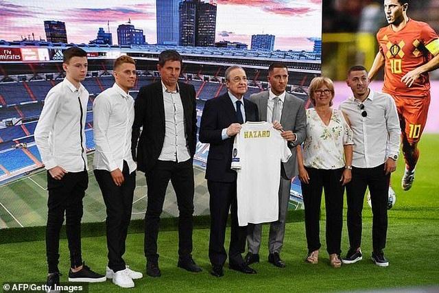Eden Hazard rạng rỡ ra mắt 50.000 cổ động viên Real Madrid - 7