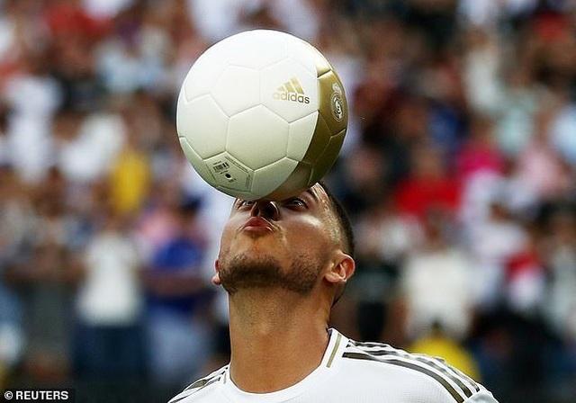 Eden Hazard rạng rỡ ra mắt 50.000 cổ động viên Real Madrid - 10