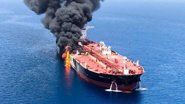 Tổng thống Trump chỉ đích danh Iran tấn công hai tàu dầu - 2